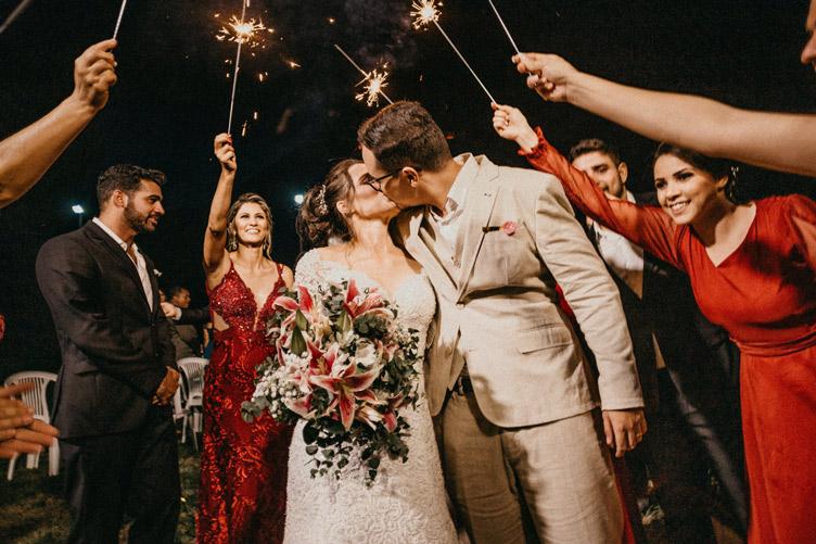 Kuessendes Brautpaar Hochzeitsspiel
